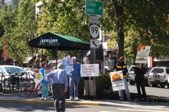 A5 2014 Sept - Ashland - protestors